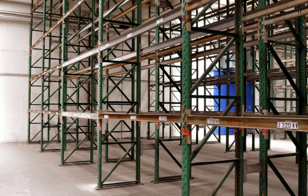 Empty pallet racking