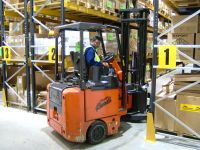 A Bendi VNA Forktruck working in narrow racking aisle of just 1800mm